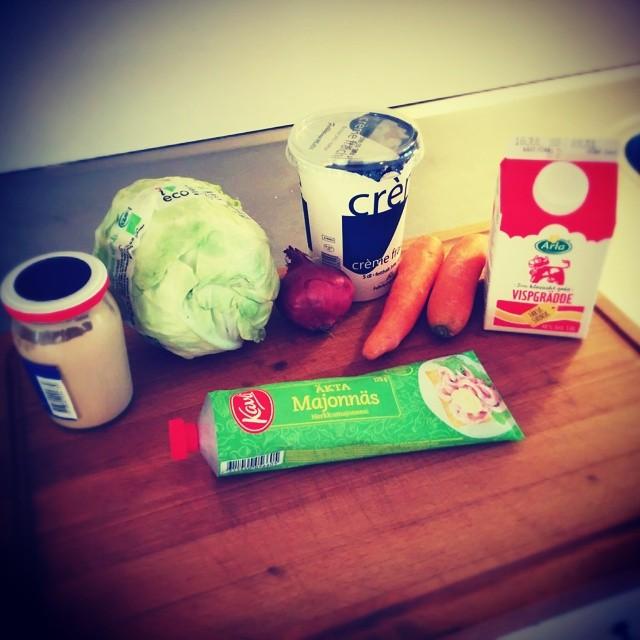 Här ska göras lite coleslaw till morgondagens lunchgrill. #bbq #adesworld