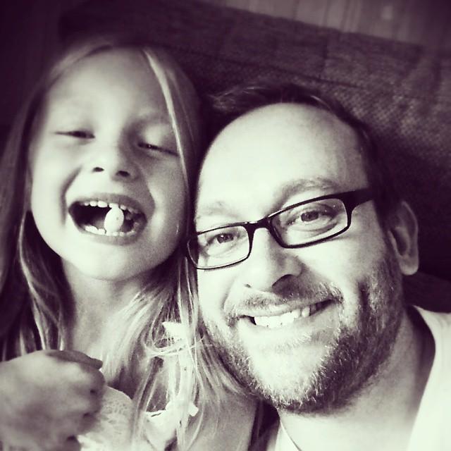 Ett gott skratt förlänger livet. Ta vara på stunderna med era barn. #spridettleende #adesworld