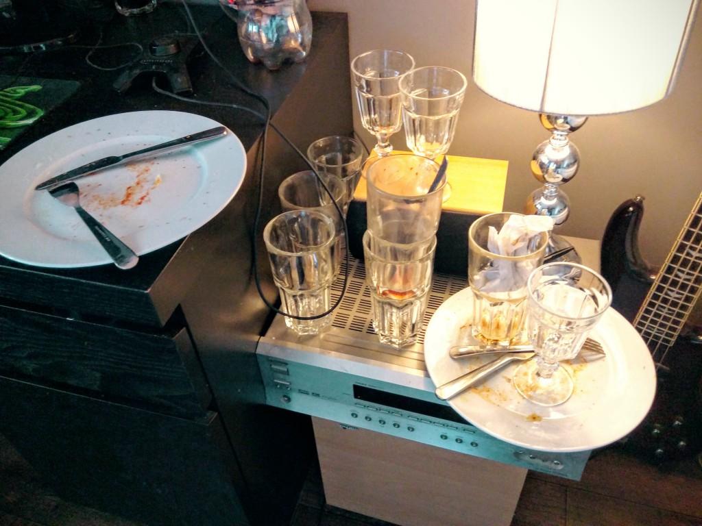 Storsnigel är något av en mästare på att tömma skåpet på glas.